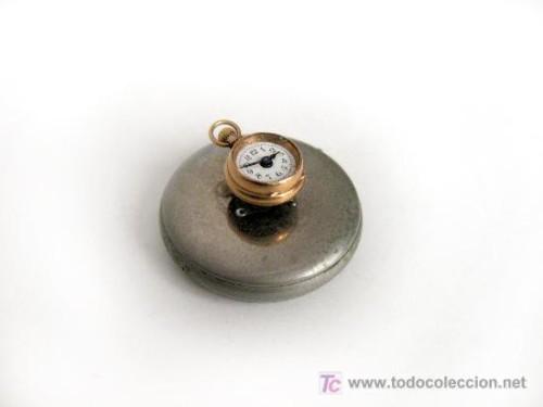 Reloj de ojal de oro (siglo XX)