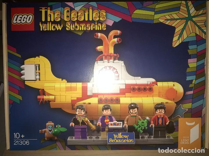 Yellow Submarine de The Beatles en muñecos Lego
